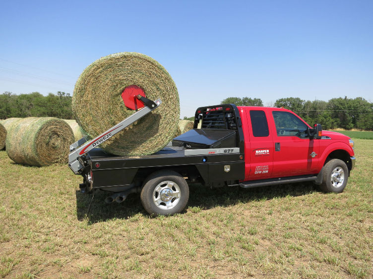 patented parallel squeeze bale pikup technology by deweze bale bed